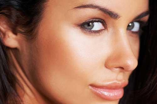 Optisches Vergrößern durch Make-Up und Kosmetik