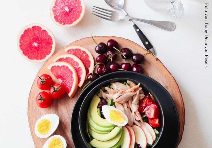 Bei vielen Hautproblemen spielt auch die Ernährung eine große Rolle